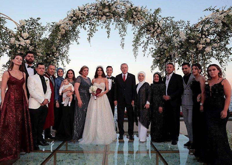 0x0-cumhurbaskani-erdogan-mesut-ozilin-nikah-sahitligini-yapti-1559931068185