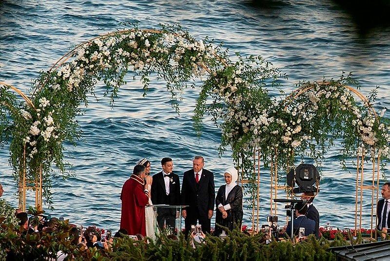 0x0-cumhurbaskani-erdogan-mesut-ozilin-nikah-sahitligini-yapti-1559932159393