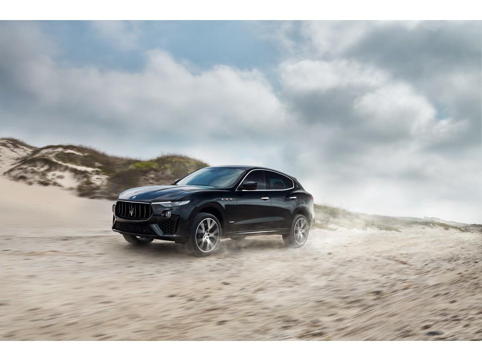 2020_Maserati_Levante_2