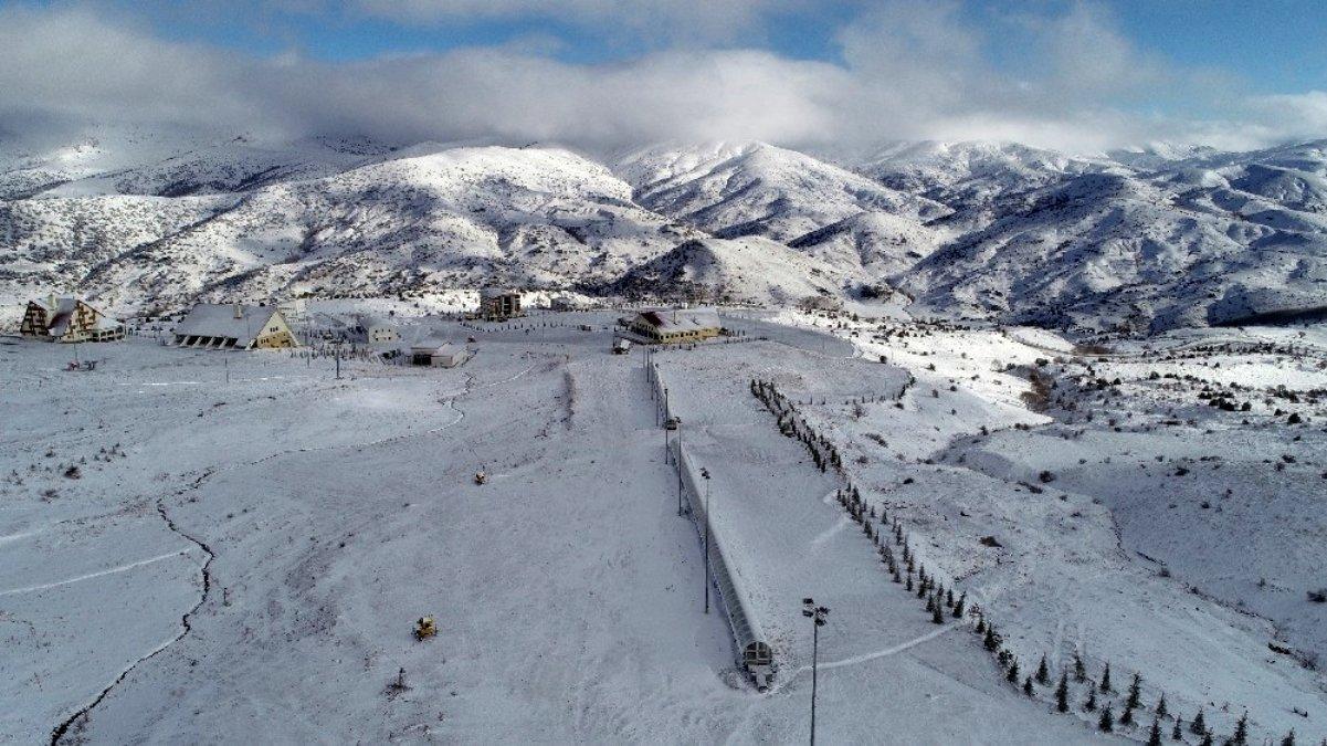 yildiz-dagi-kayak-merkezi-beyaza-burundu-12675992_amp
